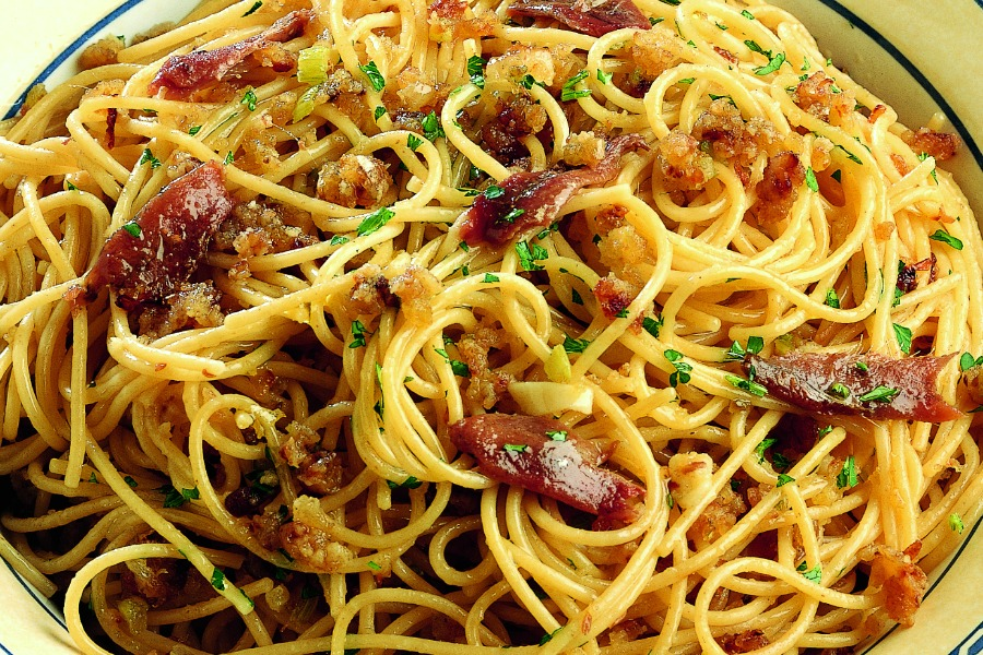 Spaghetti With Breadcrumbs and Anchovies